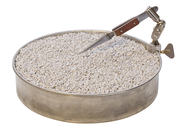 ROTATING SOLDERING PAN WITH ATTACHABLE THIRD HAND AND PUMICE